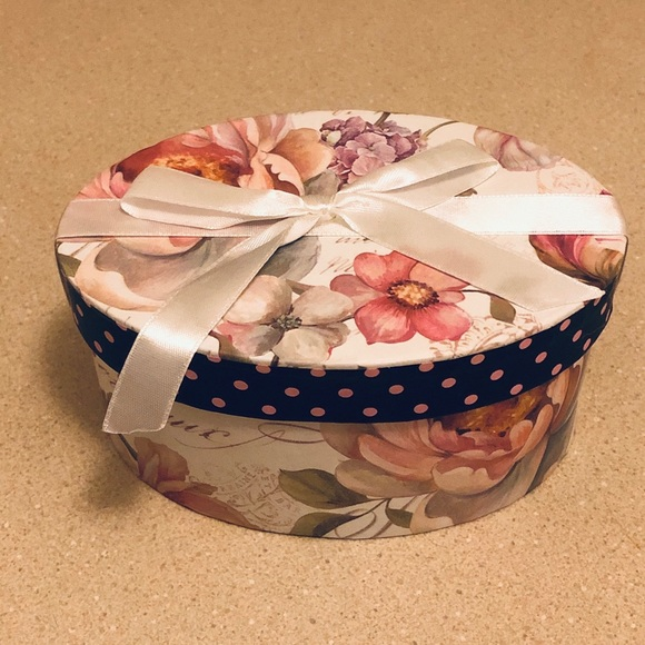 Hand made Other - Decorative oval box